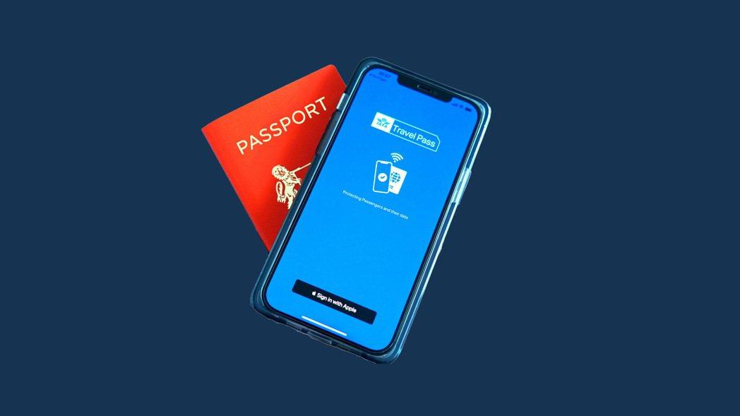 新加坡航空領先全球,啟用IATA TRAVEL PASS手機App。 圖/新航提...