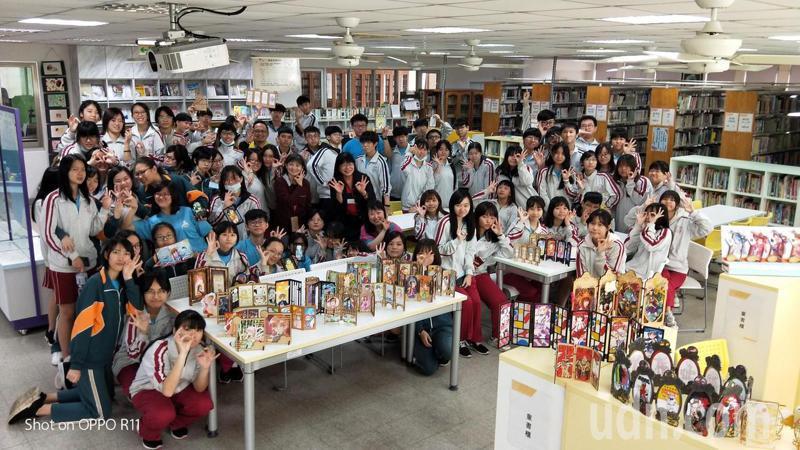 台南市光華高中設計科學生發揮創作力,設計多樣化的屏風。記者鄭惠仁/攝影