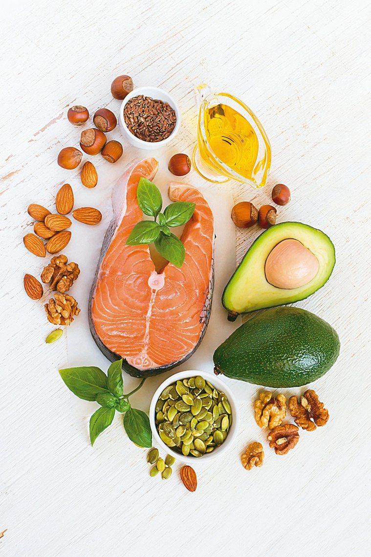 保護血管健康,避開油炸類,肉類盡量以白肉、魚肉為主。圖╱123RF