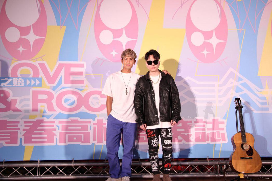蕭秉治(右)與呂思緯今受邀出席「青春高校搖滾誌」巡迴講座第二站,前進高雄師大附中
