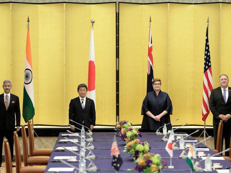 由美國、印度、日本與澳洲所組成的「四方安全對話」,此次把層次提高到元首峰會,圖為去年10月四國外長參加的美日澳印四方安全對話。路透