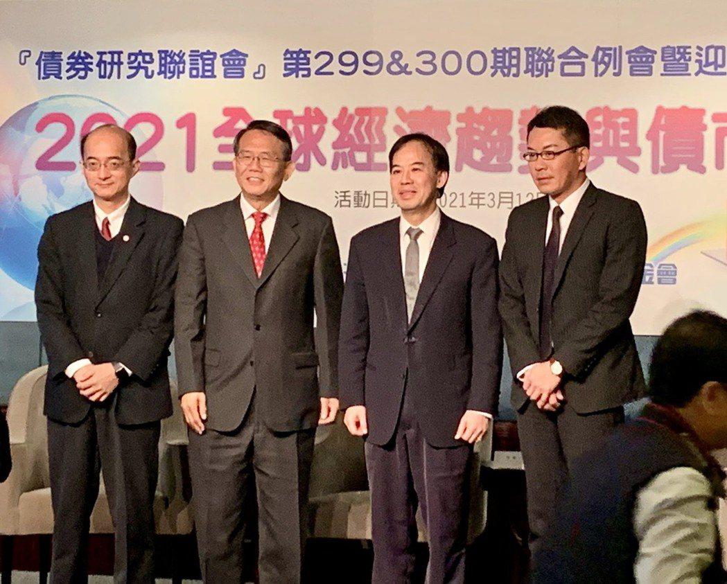 台北金融研究發展基金會「債券研究聯誼會」今天舉行聯合例會暨迎春餐會,針對「202...