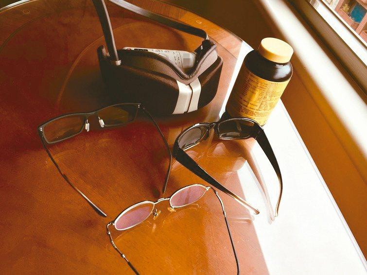 休假往郊山跑或騎腳踏車朝河濱走,出門不忘戴上太陽眼鏡,平常則佩戴變色鏡片的眼鏡。...