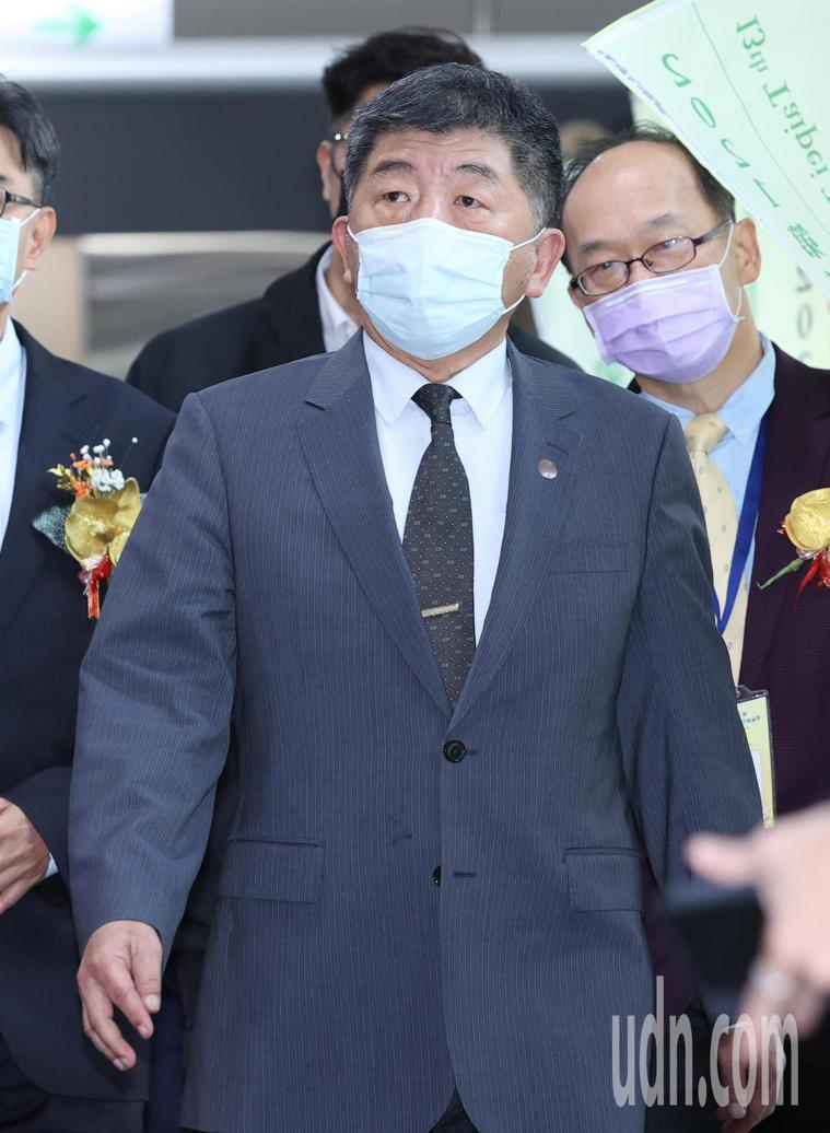 衛福部長陳時中今天出席台北國際中醫藥學術論壇活動,對於有些新冠肺炎疫苗施打會有副...