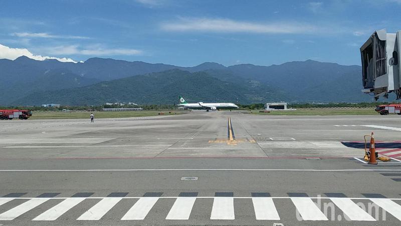交通部民航局辦理台東豐年機場「空側道面改善工程」,這個月底即將動工,預計至2022年12月底完成,屆時機場將可起降A320、B737等大型國際包機。記者尤聰光/攝影