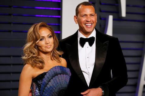 珍妮佛羅培茲(Jennifer Lopez)與前球星A-Rod交往4年,訂婚2年,由於兩人都是知名的超級發電機,緋聞極多,不時傳出分手謠言,但兩人以甜蜜合照破除外界謠言,如今「每日郵報」卻報導兩人分...