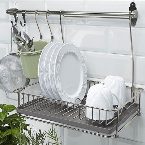HULTARP碗盤瀝乾架底部附有瀝水盤,可收納洗好的碗盤。圖/IKEA提供