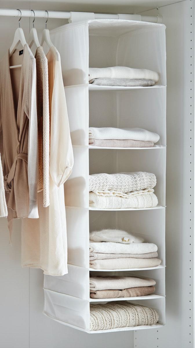 SKUBB掛袋可增加衣櫃內疊放空間。圖/IKEA提供
