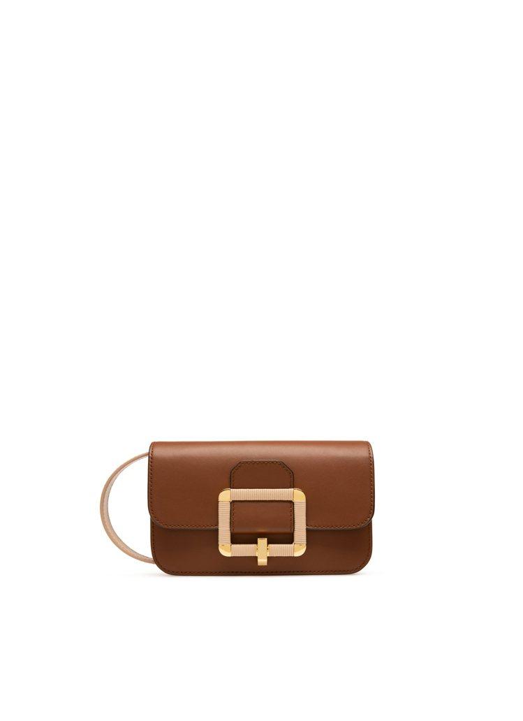 Janelle棕色編織設計方釦牛皮肩背包,36,800元。圖/BALLY提供