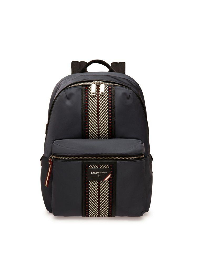 Explore午夜藍色尼龍皮標後背包,29,600元。圖/BALLY提供