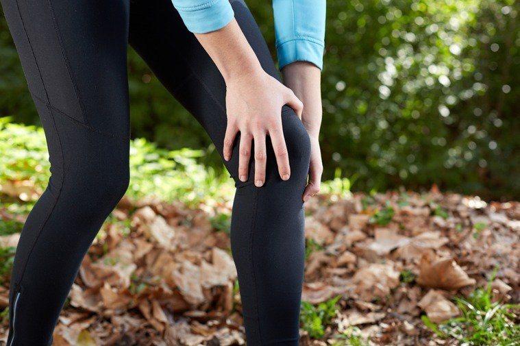 振興醫院復健科主治醫師黃永錚表示,退化性關節炎是最常見的膝蓋關節疾病,特別是進入...