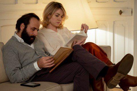 第46屆有「法國奧斯卡」之稱凱薩獎今早(3/13)舉行頒獎,法國名導亞伯杜龐帝的新作《蠢蛋告別式》(Bye Bye Morons)勇奪最佳影片、最佳導演、最佳男配角、最佳原創劇本、最佳美術設計、最佳...