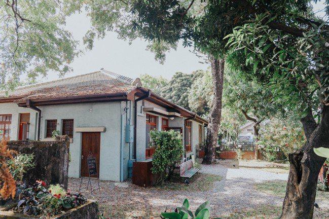 勝利星村獨棟獨院,樹影婆娑。記者吳致碩/攝影