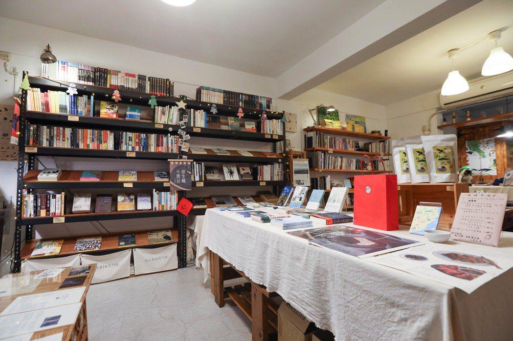 台灣最南端的獨立書店「紅氣球書屋」。記者吳致碩/攝影