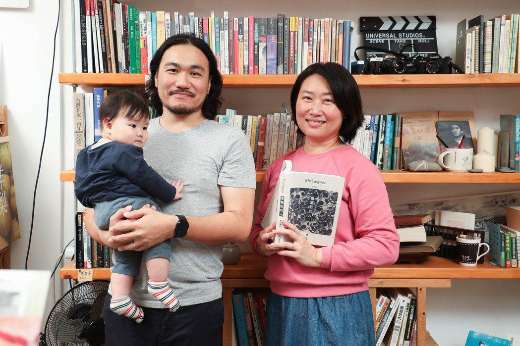 木木與德慧,帶著女兒和店貓,守著最南端的獨立書店「紅氣球書屋」。記者吳致碩/攝影