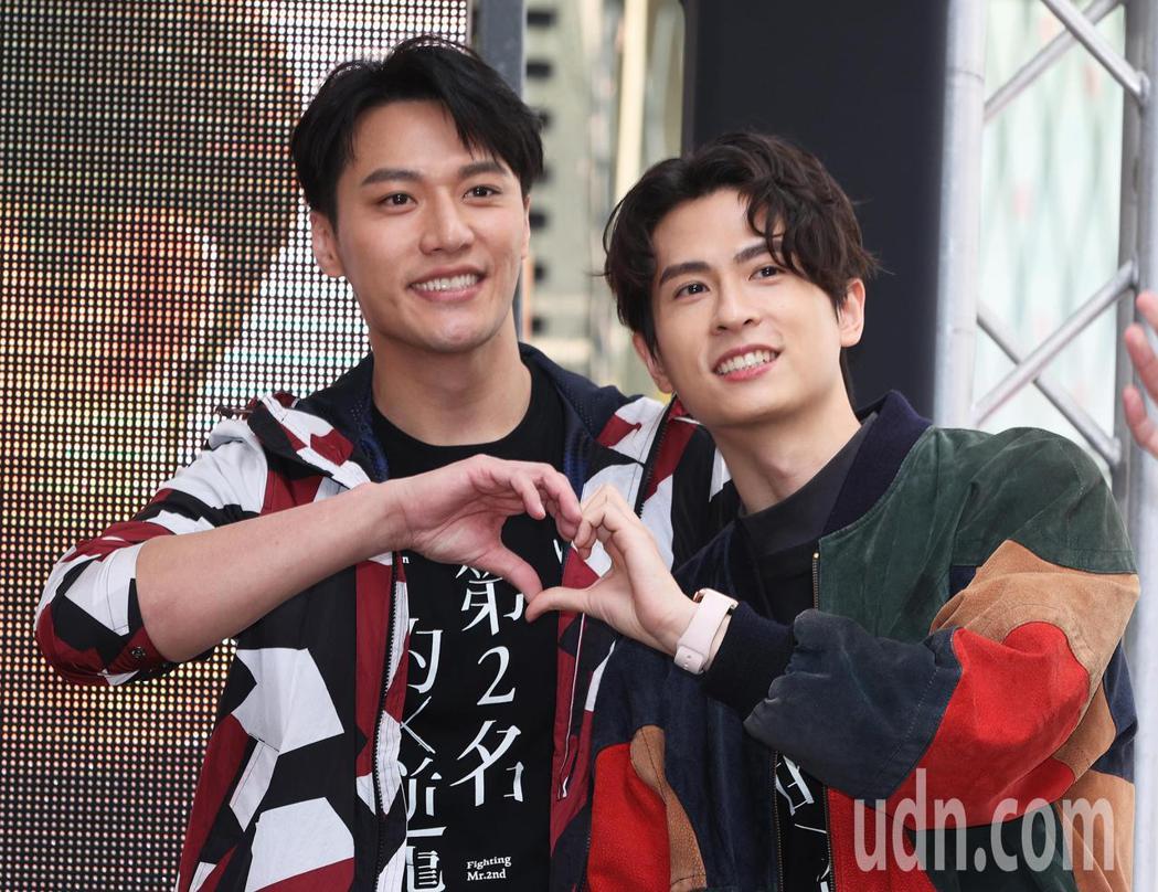 「第二名的逆襲」影集主要演員石知田(右)與張睿家(左)今天與粉絲見面。記者潘俊宏...
