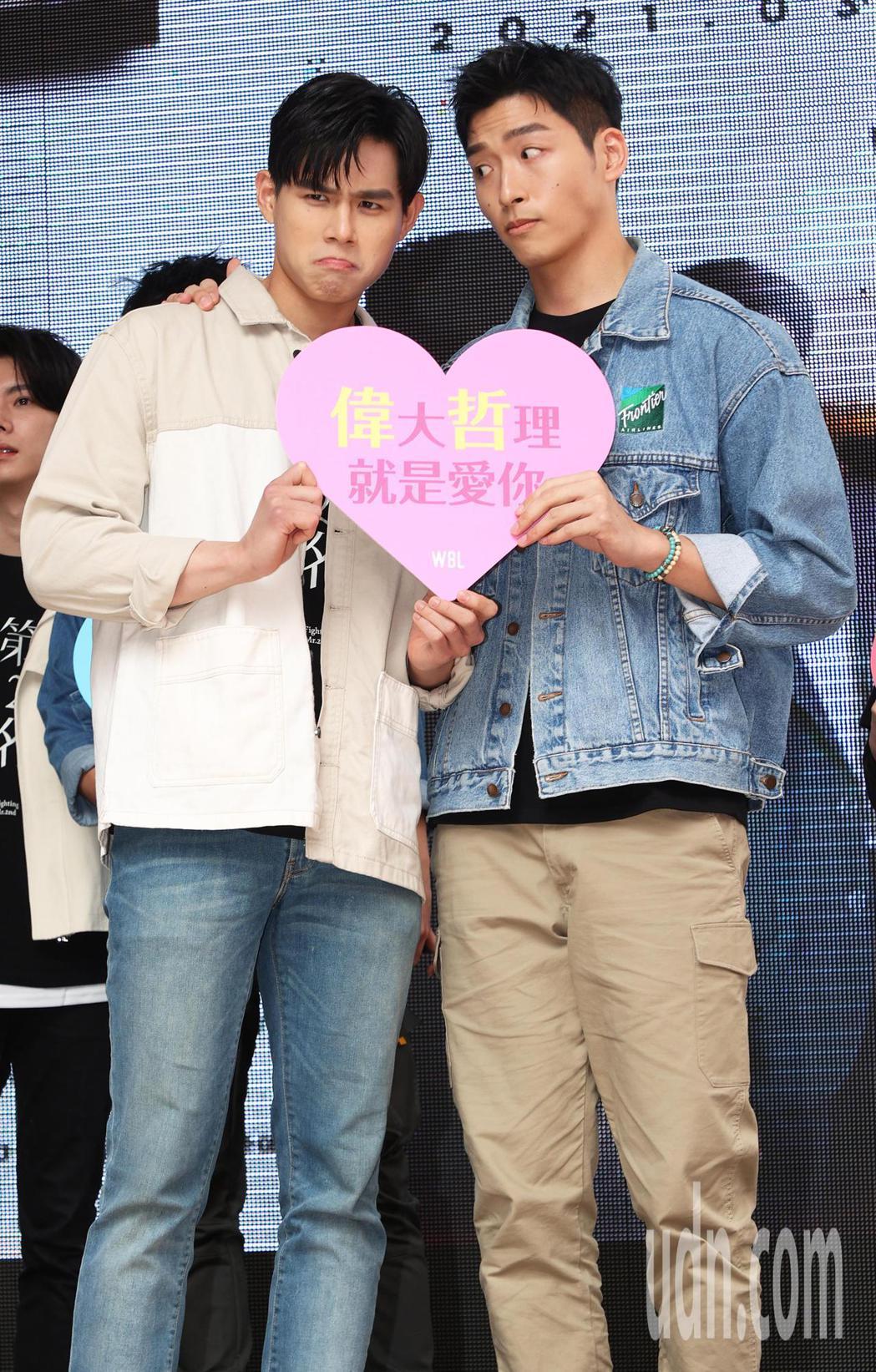 「第二名的逆襲」影集主要演員羅德弘(右)與李齊(左)今天與粉絲見面。記者潘俊宏/...