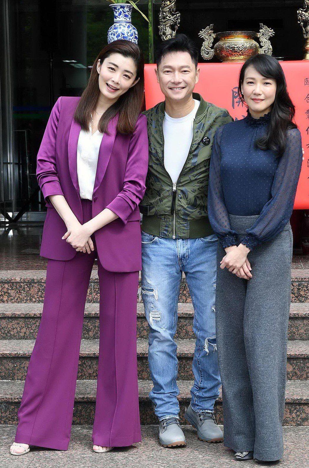 張本渝(右起)、謝祖武、夏如芝在「婚姻結業式」中將有一段感情糾葛。圖/華視提供