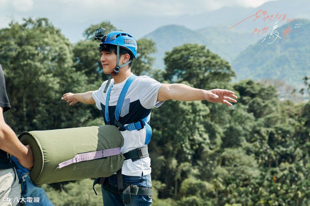 邱澤為戲首次挑戰高空彈跳。圖/八大電視提供