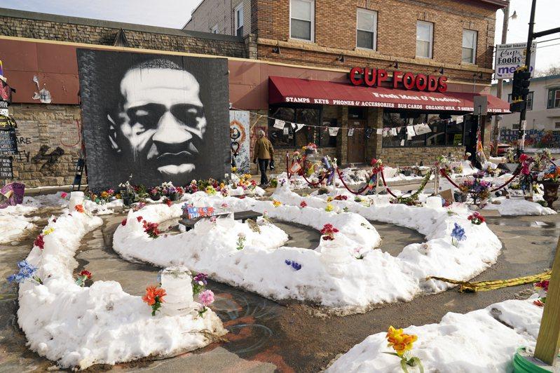 在明尼拿波利斯市有紀念佛洛伊德的同名廣場和他的壁畫。(美聯社)