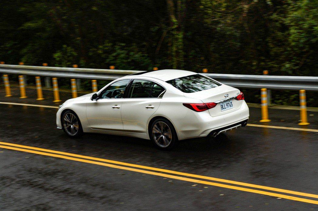 在一般狀態下行駛,引擎運轉的寧靜度與細膩度都有很高的水準。 記者趙駿宏/攝影