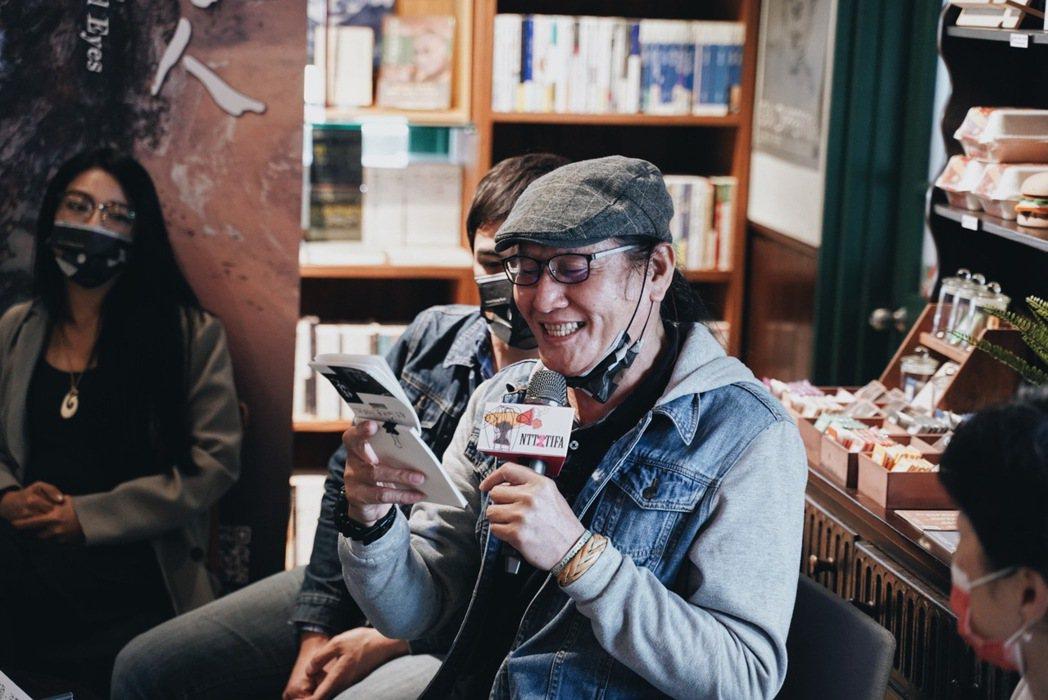 在《複眼人》劇場版中,懷劭.法努司飾演敘事者。 圖/沈佩臻攝影