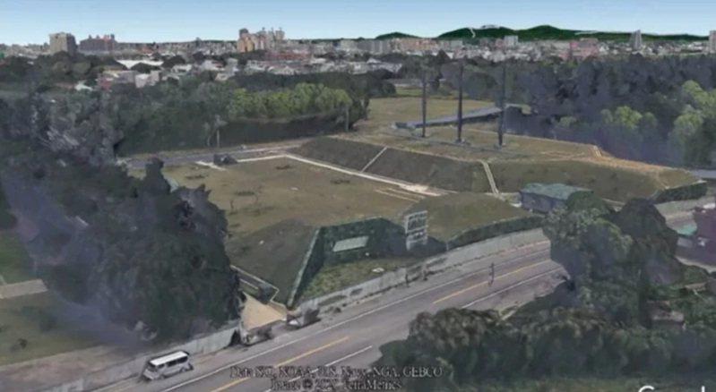 六軍團龍山營區疑地下指揮所外觀。圖/取自Google Earth