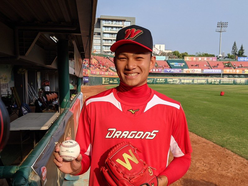 味全龍隊「火球男」徐若熙預計擔任球隊第二場先發投手。記者蘇志畬/攝影