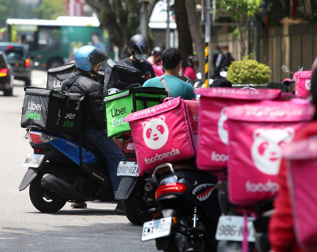 近年來餐飲外送蓬勃發展,國泰世紀產險創新銷售模式,推出保險期間僅三個月的外送員專...