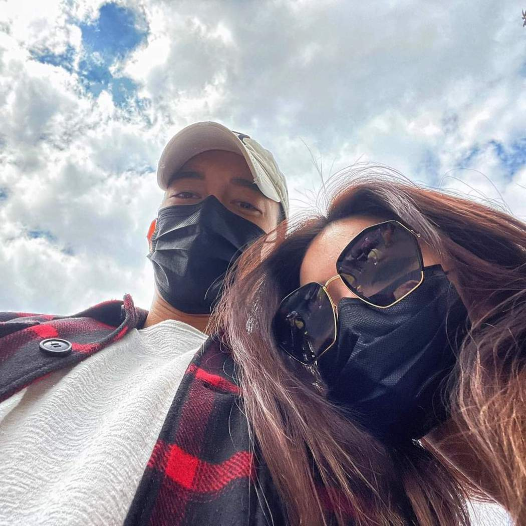 許維恩(右)與王家梁公開放閃。圖/摘自臉書