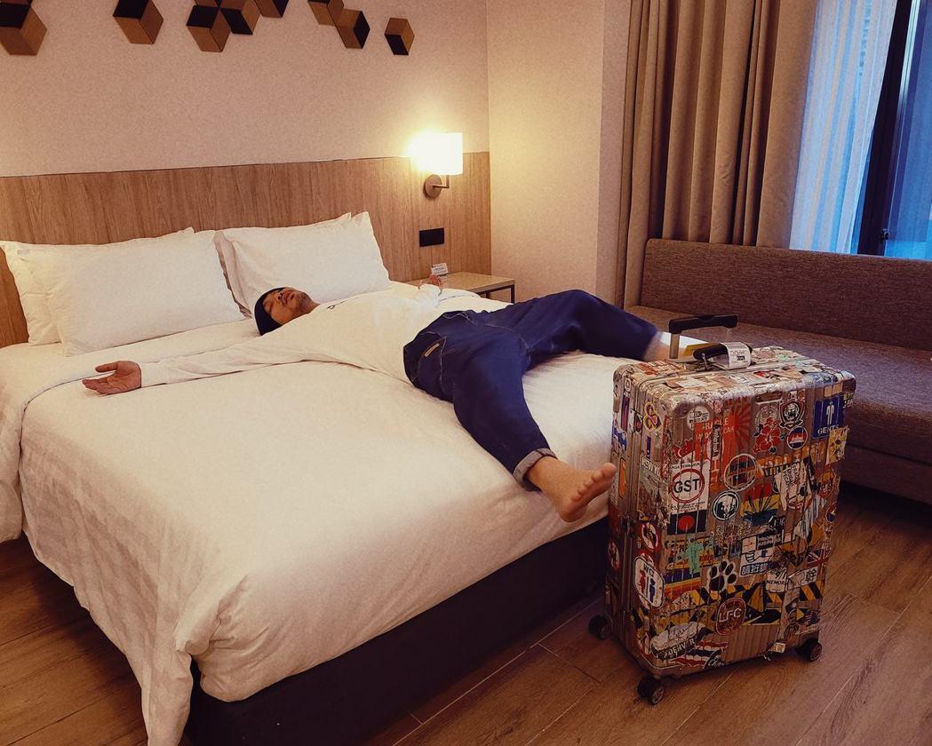 黃明志回到馬來西亞先到飯店進行隔離。 圖/擷自黃明志臉書