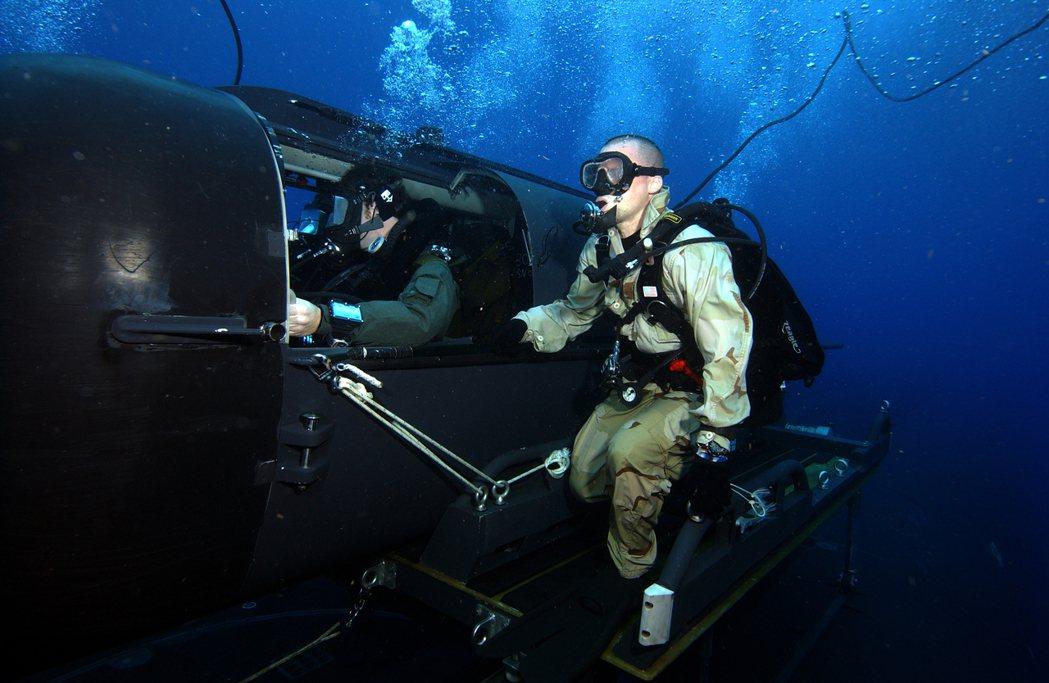 正在進行SDV訓練的海豹隊員。 圖/美國海軍