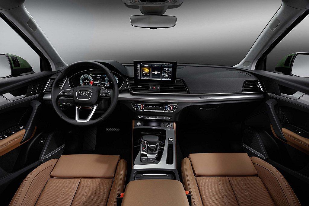 小改款Audi Q5全車系標配12.3吋Audi全數位虛擬駕駛座艙plus及MM...