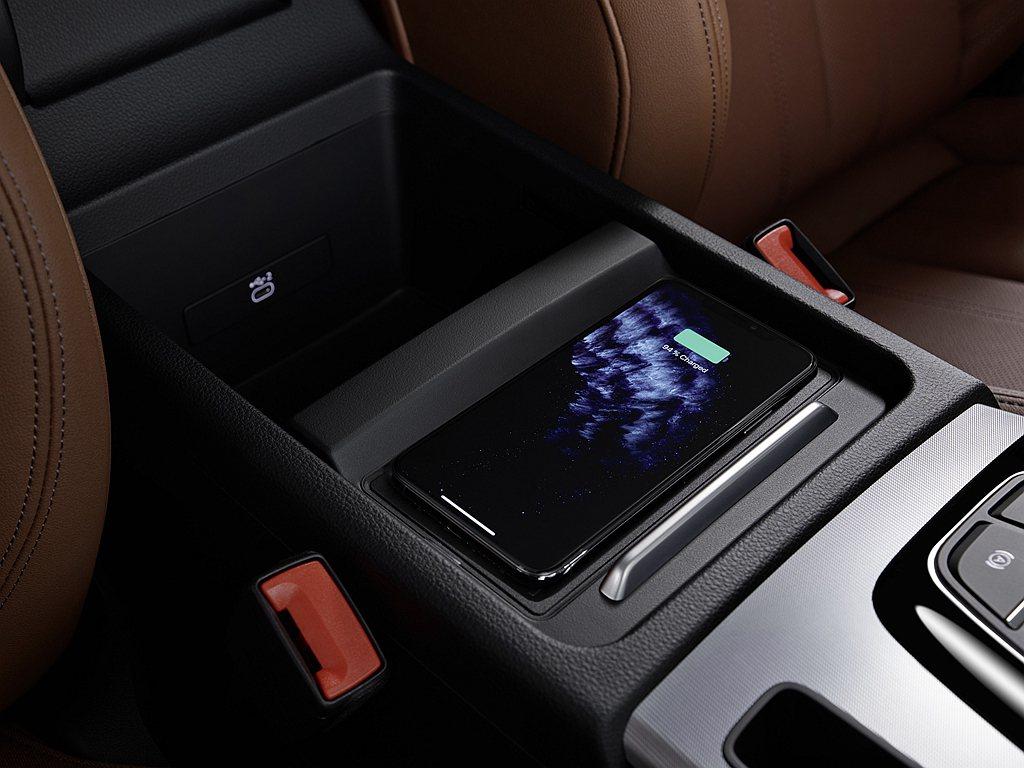 Audi智慧型手機介面(附Apple CarPlay無線連接功能)和手機無線充電...