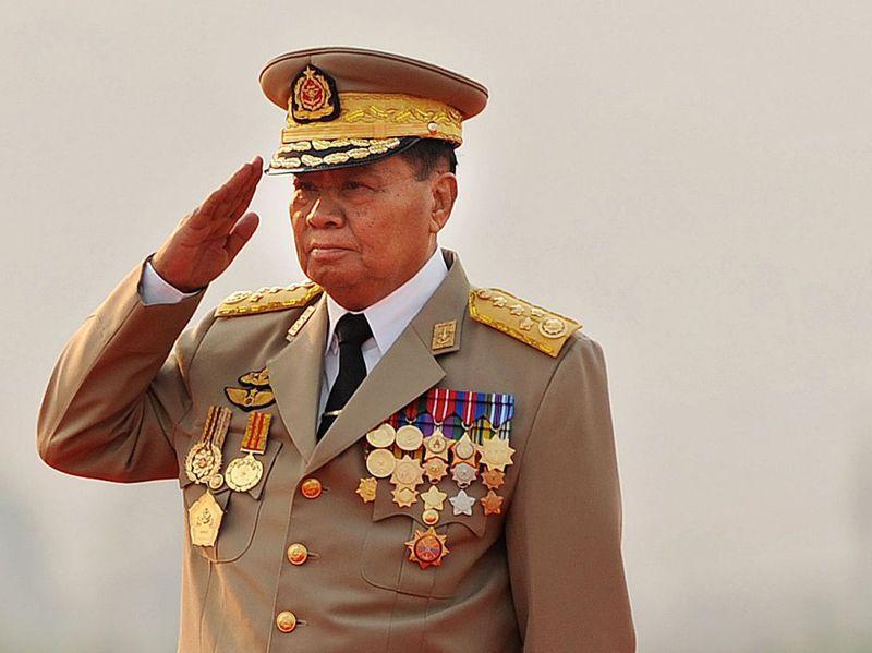 緬甸軍頭之一的丹瑞將軍,在2011年依星象師建議,出席全國廣播儀式的正式場合,竟穿著女性的傳統筒裙「褡媚(htamein)」。法新社