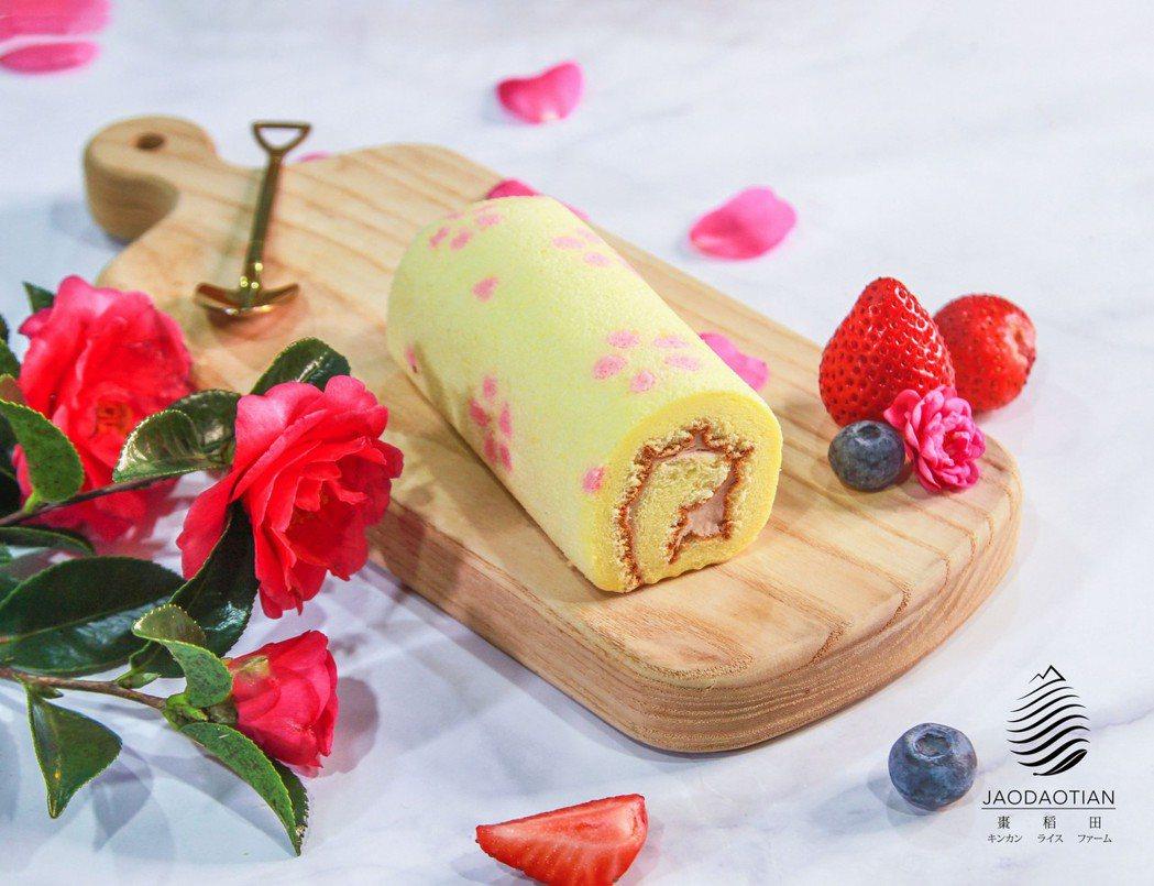 全家便利商店甜點預購的棗稻田人氣新品櫻花造型莓果蛋糕捲。 棗稻田/提供