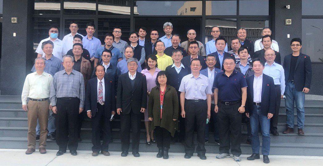 台灣小水力綠能產業聯盟13日,在綠能產業著墨很深的變頻器製造大廠─寧茂企業三廠舉...