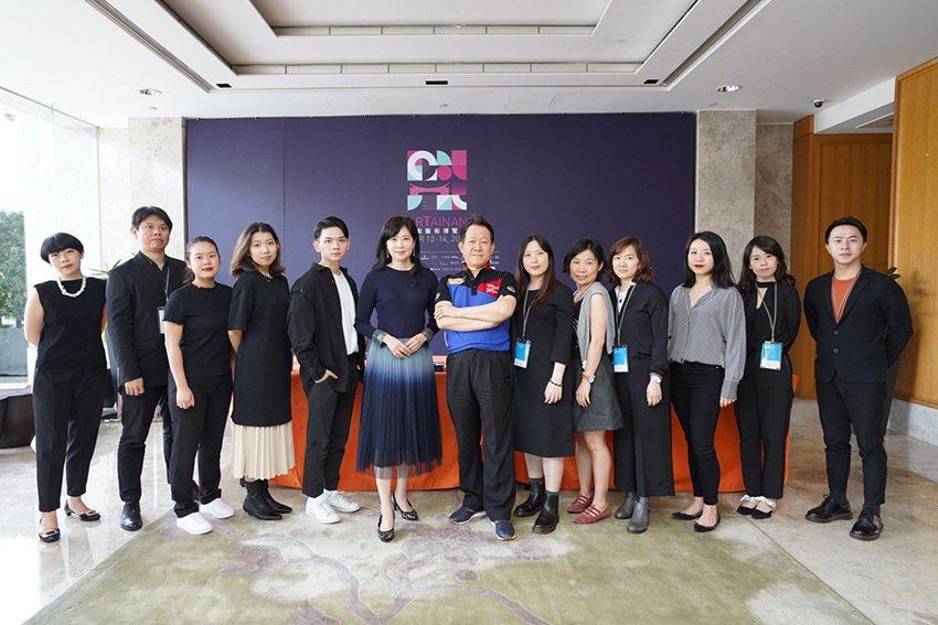 台南藝博主辦方畫廊協會工作人員。 畫廊協會/提供