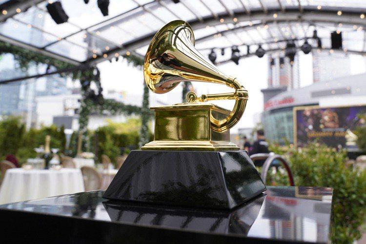第63屆葛萊美獎(Grammy Awards)頒獎典禮今天在美國洛杉磯舉行,碧昂絲包辦4項大獎,打破女藝人葛萊美獲獎最多紀錄,饒舌歌手梅根西斯塔莉安勇奪最佳新人獎等3項大獎。● 最佳年度專輯獎:「美...