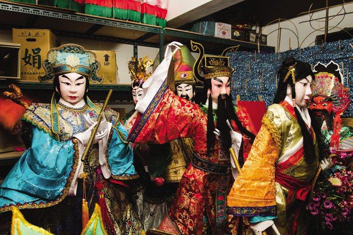 台湾伝統宗教や民間信仰に使用される人形も全て糊紙で作られています。