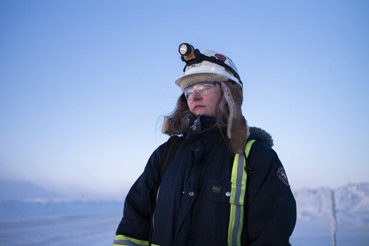 De Beers加拿大高秋桂礦區(Gahcho Kué)的一名女運輸卡車司機D...