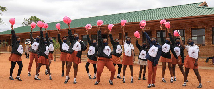 南非內一群參加De Beers STEM工作坊的高中女學生。圖/De Beers...
