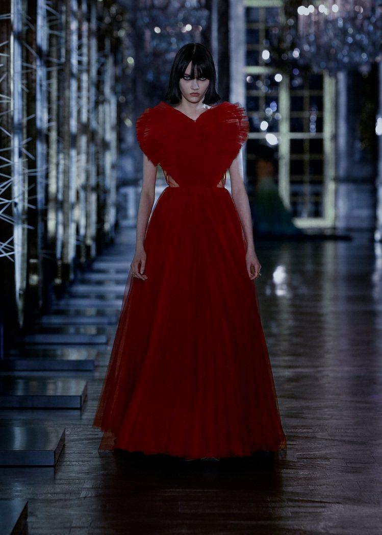 Sofia Steinberg是備受注目的新生代時尚名模。圖/Dior提供
