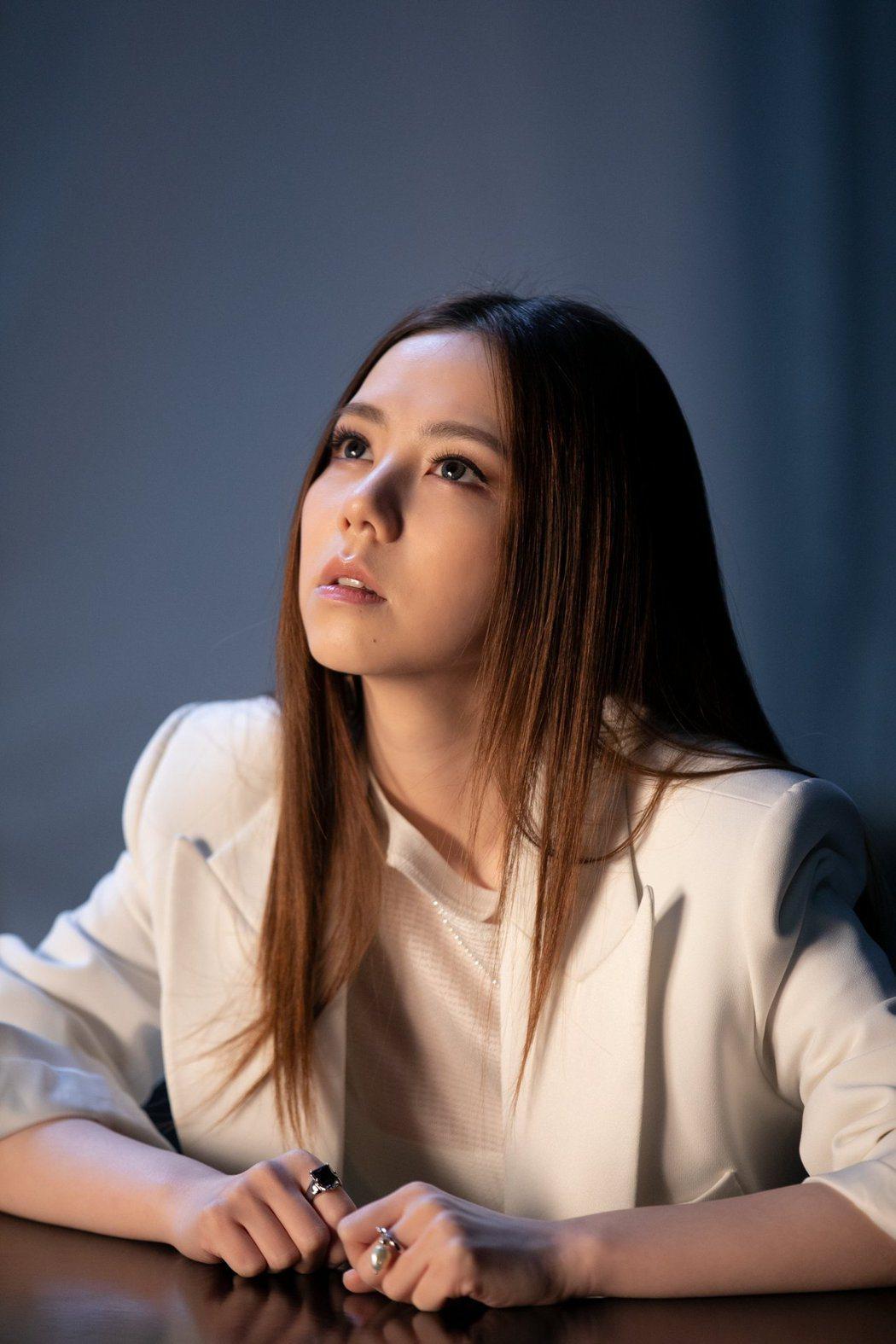 鄧紫棋推出新歌「孤獨」MV。圖/索尼音樂提供