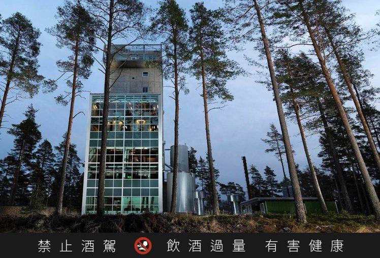 位於瑞典的麥格瑞蒸餾廠,建築高35公尺,是全球第一家環保智能垂直式威士忌蒸餾廠。...