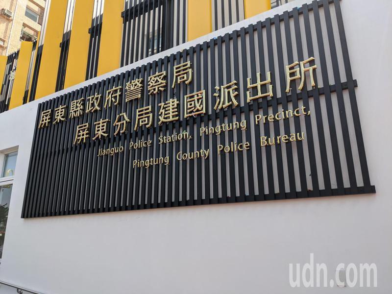建國派出所在二期工程中,追加26萬,在派出所二樓加裝80坪黑色、黃色格柵來解決反光問題。記者陳弘逸/攝影