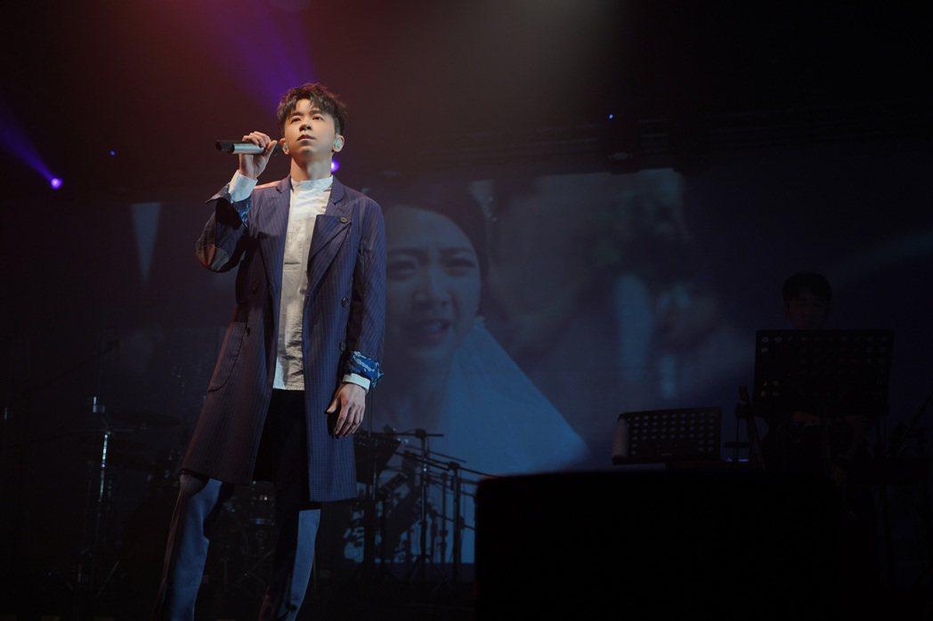 光良舉辦「絕類」新歌首唱會。圖/星娛音樂提供
