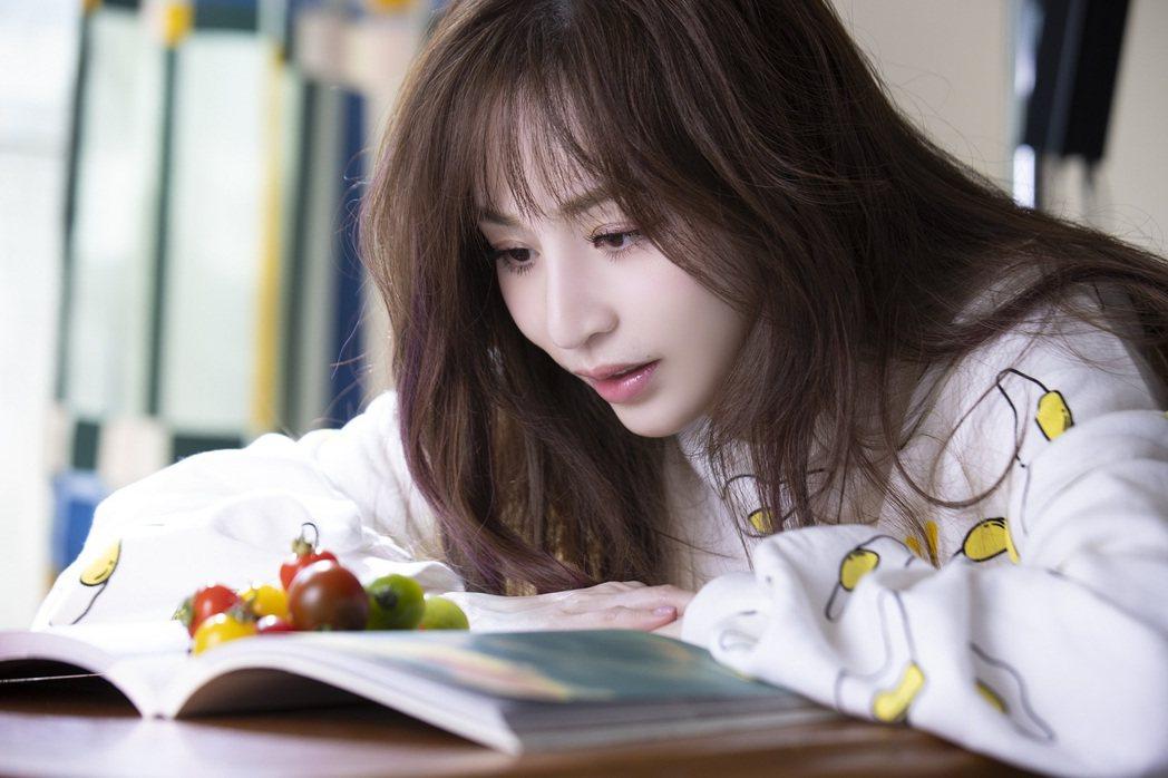 王心凌推出新歌「心靈的冒險」MV。圖/環球音樂提供