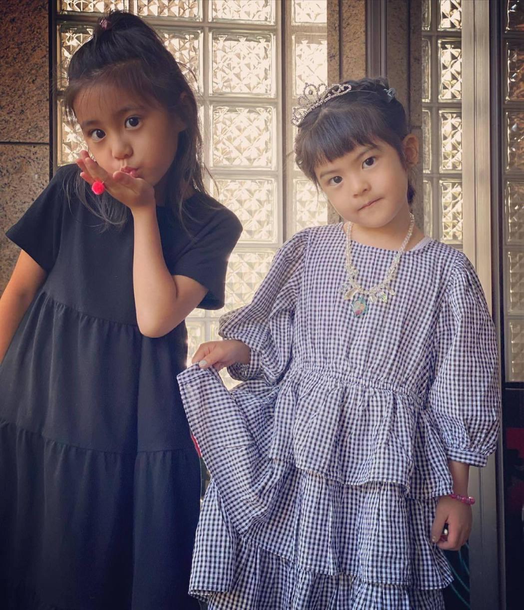 波妞(右)與姊姊咘咘。圖/摘自臉書