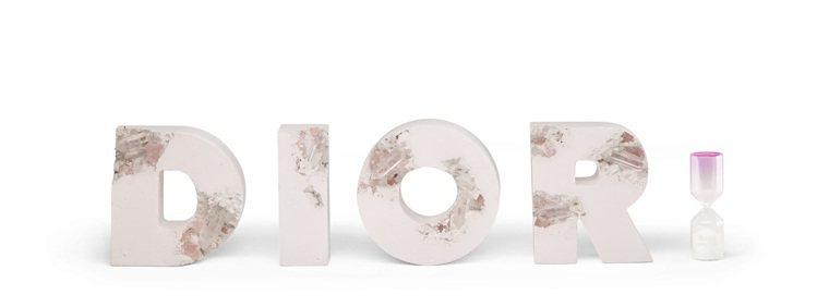 Daniel Arsham x Dior「未來遺物侵蝕 D.I.O.R.字母」,...